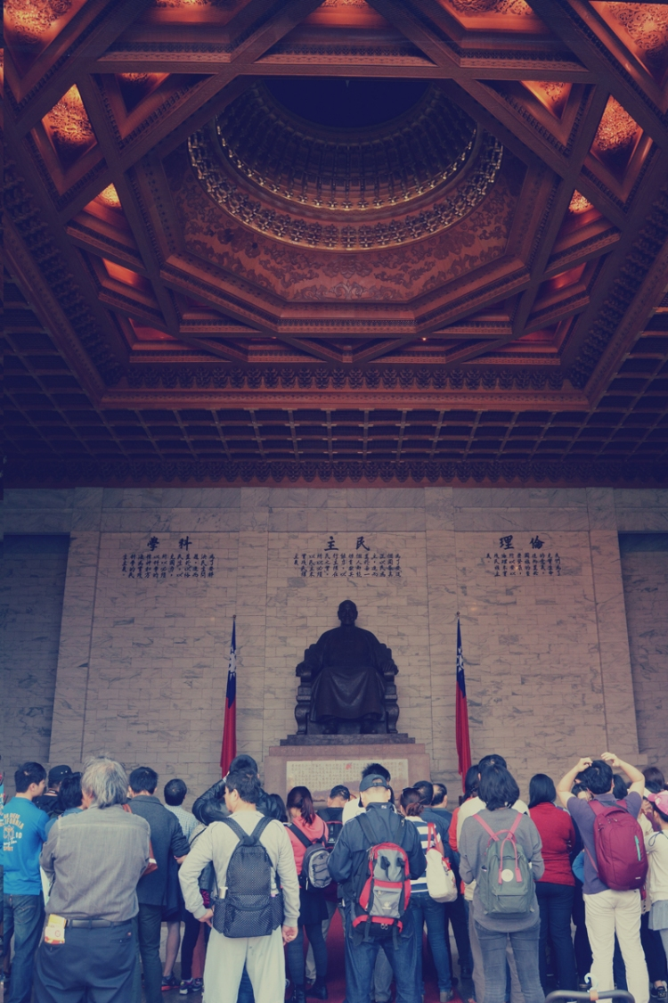 inside chiang kai-shek memorial hall